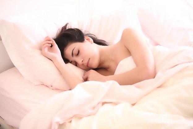 woman 2197947 1280 624x416 - Schlafen und MS – und wie CBD-Öl helfen kann