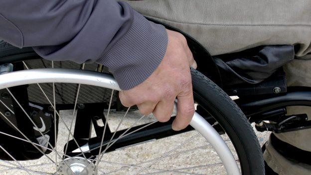 wheelchair 1230101 1280 624x351 - Der Weg zum geeigneten Hilfsmittel - Bericht von AMSEL