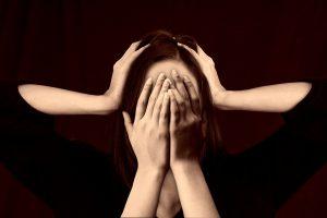 woman 2696408 1280 300x200 - *Wenn Einkaufen zum Horror wird… MS, Schmerzen, Reizüberflutung...