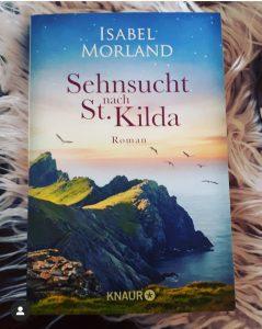 """Ich bin auch von diesem dritten Hebriden-Roman wieder restlos begeistert! Zum  einen beschreibt Isabel Morland diese Insel so authentisch und  liebevoll, dass man das Meer riechen, die Brandung spüren und die  Menschen """"sehen und fühlen"""" kann! Sofort ist man mittendrin im  Geschehen, sofort fühlt man sich tief mitgerissen mit den Protagonisten."""